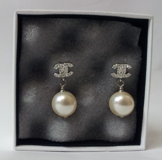 Chanel Crystal Cc Logo Pearl Earrings 0 870